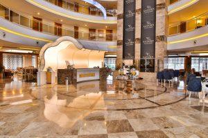 De lobby van Saturn Palace